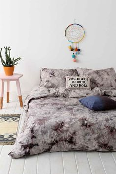 New In: Acid Wash Double Duvet Cover #urbanoutfitters #uoeurope #bedding #bed #duvet #acidwash