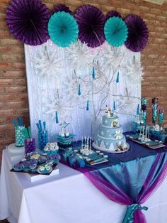 Frozen theme party, Frozen theme party images, Frozen party for girls, Ideas to decorate a Frozen party with balloons, simple decoration for a girl's Elsa Birthday Party, Frozen Themed Birthday Party, Disney Frozen Birthday, 5th Birthday, Birthday Ideas, Birthday Table, Themed Parties, Mouse Parties, Frozen Party Decorations