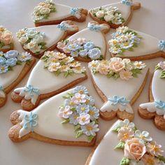 white dress cookies w/ beautiful sugar flowers Cookie decorating Fancy Cookies, Iced Cookies, Cute Cookies, Royal Icing Cookies, Cookies Et Biscuits, Cupcake Cookies, Sugar Cookies, Iced Biscuits, Flower Cookies