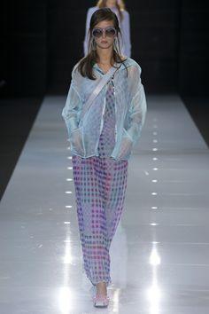지난 9월 7일 뉴욕부터시작된 인터내셔널 패션위크가 런던, 밀라노를 거쳐 10월 3일 파리 루이비통 컬렉션을 끝으로 한달간의 대장정이 마무리됐다. 이번 패션위크를 통해 세계적인 디자이너들이 제시한 내년에 주목할 만한 2018 봄/여름 대표 트렌드 키워드 12가지를 소개한다.