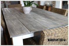 Aufwendig bearbeiteter Tisch in Vintage-Optik (grey/sun washed). Oberfläche mit herausgearbeiteter Struktur. Die Tischbeine sind abnehmbar und haben eine Dicke von 10 x 10cm. Länge:...