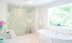 clean & bright bathroom!