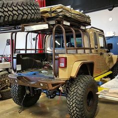 Jeep Flow — Wow sick is this custom made lift gate cage on. Jeep Wrangler Pickup, Jeep Tj, Jeep Pickup, Jeep Wrangler Unlimited, Jeep Truck, Pickup Trucks, Cool Jeeps, Cool Trucks, Cheap Jeeps
