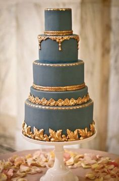 Beautiful combination of dark teal and gold #metallicwedding #weddingcake | via Belle The Magazine