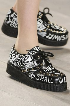 55 Platform Shoes For Your Perfect Look This Winter - Women Shoes Trends Dr Shoes, Sock Shoes, Me Too Shoes, Shoe Boots, Fashion Mode, Grunge Fashion, Fashion Shoes, Grunge Outfits, Street Fashion