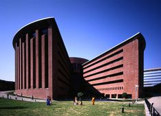 Mario Botta-designed TCS buildings are modern icons Of contextual architecture in India – Keep up with the times. Brick Architecture, Contemporary Architecture, Landscape Architecture, India Architecture, Louis Kahn, Carlo Scarpa, Le Corbusier, Different Architectural Styles, San Francisco Museums