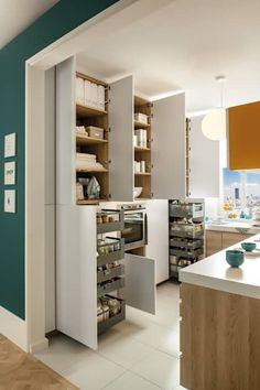 NEW! 2015 Kitchen: PORTLAND + ARCOS: scandinavian Kitchen by Schmidt Palmers Green