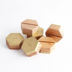 Geometric Hexagon beech wood place card holders in gold #esselle #placecards #weddingdecor