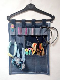 Storage of jewelry for the girl. Denim organizer for jewelry. The keeper of hair ornaments. Jean Crafts, Denim Crafts, Denim Backpack, Denim Bag, Sewing Hacks, Sewing Crafts, Sewing Projects, Denim Ideas, Recycled Denim