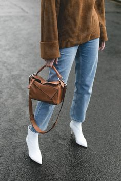 Emma Hill style, brown chunky rib knit jumper, light wash boy fit jeans, white leather ankle boots, small tan loewe puzzle bag