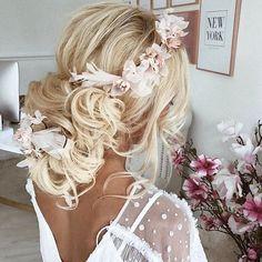 Boho Wedding Feels | 🍃@ulyana.aster #weddings #bridal #planner #eventplanner #stylist #bride #bridetobe #couture #dresses #create #design #makeup #beauty #boho #flowers #ceremony #weddingplanner #love #photography #weddedwonderland #gettingmarried #fashion #weddingdress #bridalblogger #jewellery #weddingsbyyourstruly #bride2be #princess