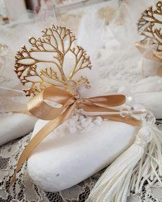 Δέντρο της ζωής για ξεχωριστούς ανθρώπους! Ευχαριστούμε για την προτίμηση Σας!!!!! Καλεστε 2105157506 χειροποίητες μπομπονιέρες γάμου Valentina-christina  #βαπτιση#βαφτιση#γαμος#baptism #vaptisi#vaftisi#vaftisia #baptism#babyshower #mpomponieres_dentro#vaptisi#vaftisi#βάπτιση #βάφτιση#baptism#δεντροτησζωης#μπομπονιερα #μπομπονιέρες #μπομπονιερες α#valentinachristina #vaptism#greece#handmade #christeningfavors#handmade #μπομπονιερεςγαμου #prototipes_mpomponieres #μπομπονιερες_γαμου Baby Boy Baptism, Wedding Favours, Crochet Baby, Decoupage, Favors, Weddings, Gifts, Presents, Bodas