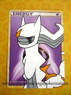 Peinture Pokemon Arceus sur carte énergie Psy :)