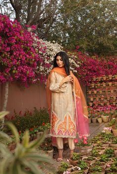 Simple Pakistani Dresses, Pakistani Bridal Dresses, Pakistani Dress Design, Stylish Dresses For Girls, Stylish Dress Designs, Designs For Dresses, Dress Indian Style, Indian Dresses, Indian Outfits