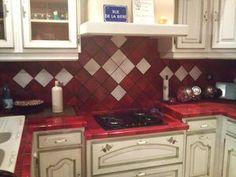 Carrelage mural et sol verre rouge mix maison cuisines quip es rouge kitchen red marsala for Faience rouge cuisine