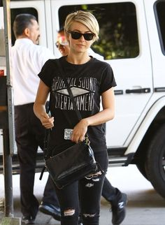 Julianne Hough - Julianne Hough Visits Nine Zero One Salon