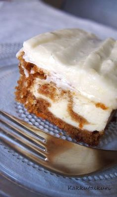 Kakkutaikuri: Porkkana-juustokakku Meringue Desserts, No Bake Desserts, Baking Recipes, Cake Recipes, Yummy Treats, Yummy Food, Sweet Pastries, My Dessert, Just Cakes