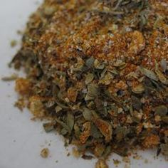This Creole seasoning blend is great for seasoning rice, meats, soups and stews, or anything that needs a flavor boost. Also makes a great gift when placed in a decorative jar with recipe attached. Homemade Spices, Homemade Seasonings, Creole Seasoning, Seasoning Mixes, Seasoning Recipe, New Recipes, Cooking Recipes, Spice Mixes, Spice Blends