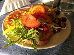 Buntes Frühstück und ein super Ausblick in Malta