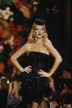 "1995 - Yves Saint Laurent couture show - Karen Mulder in the ""upside down tuxedo' dress. 80s And 90s Fashion, Runway Fashion, Fashion Show, Fashion Models, Womens Fashion, Irina Shayk, Claudia Schiffer, Top Models, Runway"