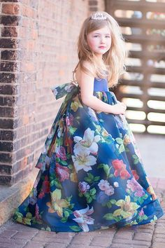 Take A Look At This Great Fashion Information! Girls Frock Design, Kids Frocks Design, Baby Frocks Designs, Baby Dress Design, Frocks For Girls, Gowns For Girls, Little Girl Dresses, Cotton Frocks For Kids, Girls Dresses Sewing