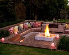 Cool DIY & Backyard Fire Pit Ideas with Comfy Seating Area Design Backyard Seating, Backyard Patio Designs, Fire Pit Backyard, Garden Seating, Backyard Landscaping, Fire Pit Seating, Seating Areas, Deck With Fire Pit, In Ground Fire Pit