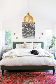 These luxurious bedrooms are the reason the snooze button was invented. Click through to see the interiors giving us serious lazy-Sunday-morning vibes.