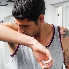 How to Get Rid of Armpit Smell Using a Home Remedy