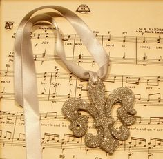 Fleur de lis ornament
