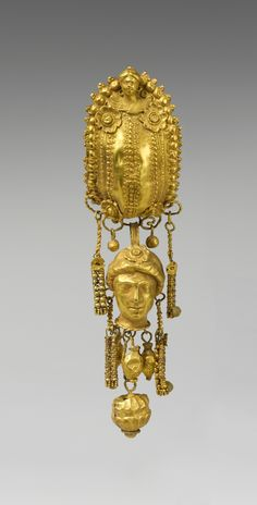 Earring with pendants and female head. Period: Hellenistic. Date: 3rd century B.C. Culture: Etruscan. Medium: Gold, silver. | © 2000–2013 The Metropolitan Museum of Art.