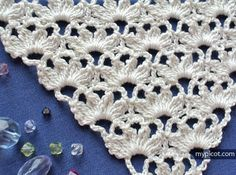 Crochet stitch pattern for triangle shawl or insertion: Diagram + step by step instructions