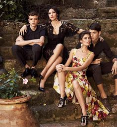 Bianca Balti and Monica Bellucci by Giampaolo Sgura for Dolce & Gabbana S/S 2012 Grey Fashion, Fashion Models, Spring Fashion, Fashion Outfits, Bianca Balti, Fashion Photography Poses, Photography Women, Spring Photography, Summer Editorial
