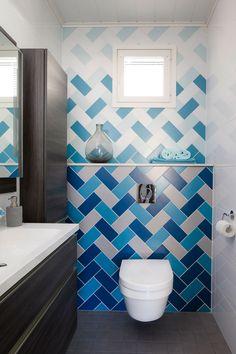 Kohde 25 Deko 165 Tile Laying Patterns, Tile Patterns, Bathroom Colors, Small Bathroom, Bathroom Shelves, Restroom Design, Bathroom Interior Design, Wc Public, School Bathroom