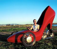 The Screaming Me-Me!!!: Wacky Wednesday! Car, gotta love the shoe!