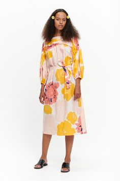 The Maininki dress is inspired by the Marimekko archives and it is made of cotton poplin in the Pioni pattern. The dress has a boatneck and long horizontal pleats below the neckline in the front and the back. The voluminous kimono sleeves have elastic ban Coral Dress, Marimekko, Colorful Fashion, Cotton Dresses, Day Dresses, Kimono Top, Cold Shoulder Dress, Peach, High Neck Dress