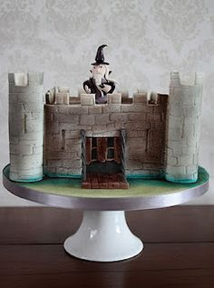 how to make a castle cake! Might have to give this a try one day.
