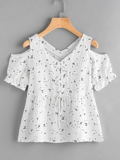 Open shoulder ditsy print eyelet lace up blouse urban outfitters clothes, kids outfits, cool Eyelet Lace, Lace Up, Kids Outfits, Cool Outfits, Flannel Outfits, Urban Outfitters Clothes, Girl Fashion, Fashion Outfits, Fashion 2017