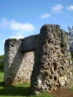 The Tongan Stonehenge, only made from coral. TONGA (Photo by Tony Bowden. South Pacific, Pacific Ocean, Tongan Culture, Tonga Island, Site Archéologique, World Travel Guide, Maui, Island Resort, Tropical