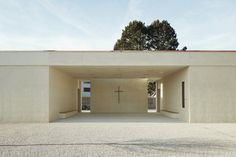 Image 4 of 23 from gallery of Oberriet Cemetery / Tom Munz Architekt. Photograph by Ladina Bischof Public Architecture, Contemporary Architecture, Interior Architecture, Interior Design, Halle, Mario Botta, Glass Pavilion, Hall Design, Inside Outside