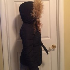 Abercrombie and Fitch winter jacket Kids XL brand new, never worn. No signs of use. Removable furr hood with belt for waist Abercrombie & Fitch Accessories