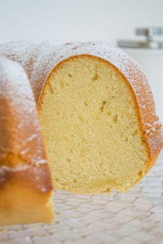Queque de Vainilla Clásico | Mi Vida en un Dulce Bunt Cakes, Cornbread, Vanilla Cake, Yummy Treats, Sweets, Cupcakes, Ethnic Recipes, Desserts, Food