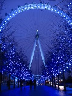 London Eye in Winter...Em, we will be seeing this lovely sight in December!!!:-)