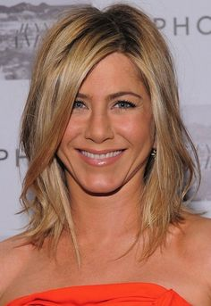 Hottest Buy for these days. Jennifer Aniston like wig. Wigsis offers the latest Online Blonde Lace Front Shoulder Length Jennifer Aniston wigs for her fans. Dress up youself as a celebrity. Wedge Hairstyles, Hairstyles For Round Faces, Hairstyles With Bangs, Cool Hairstyles, Medium Hairstyles, Layered Hairstyles, Medium Haircuts, Hairstyle Ideas, Style Hairstyle