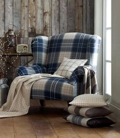 Would love a tartan chair in our new front room Poltrona Bergere, Tartan Chair, Deco Champetre, Take A Seat, Country Decor, My Dream Home, Family Room, Upholstery, Sweet Home