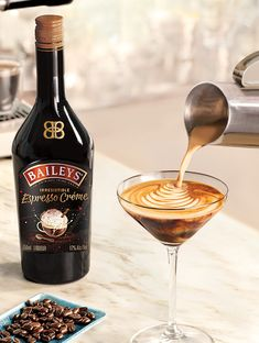 Grab a few friends and try taking your martinis to the next level. It all starts with Baileys and espresso! Espresso Martini Recipe Baileys, Coffee Martini Recipe, Baileys Cocktails, Espresso Recipes, Baileys Recipes, Martini Recipes, Martinis, Alcohol Drink Recipes, Desserts