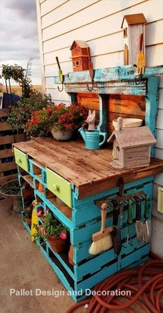 60 Awesome DIY Pallet Garden Bench and Storage Design Ideas - doityourzelf Pallet Projects Diy Garden, Pallet Garden Benches, Pallet Ideas, Project Projects, Garden Ideas, Pallet Tables, Wood Ideas, Outdoor Projects, Easy Projects