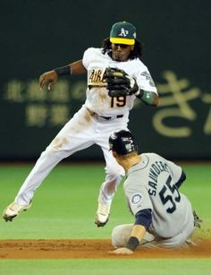 US Major League baseball team Seattle Mariners outfielder Michael Saunders (R) steals second base while Oakland Athletics second baseman Jemile Weeks (L) watches on in the third inning of the MLB 2012 Opening Series in Japan, in Tokyo on March 28, 2012. Athletics and Seattle Mariners are here to participate in the 2012 MLB Opening Series in Japan, March 28 and 29, 2012. AFP PHOTO / TOSHIFUMI KITAMURA Photo: TOSHIFUMI KITAMURA, AFP/Getty Images / 2012 AFP