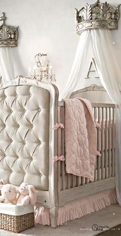 Dainty soft and sweet nursery baby girls shabby chic for Decoracion habitacion bebe