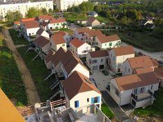 L'anti-spectacle de Lucien et Simone Kroll Lucien Kroll, Architecture, Auxerre France, House Styles, Building, Spectacle, Design, Home Decor, Environment