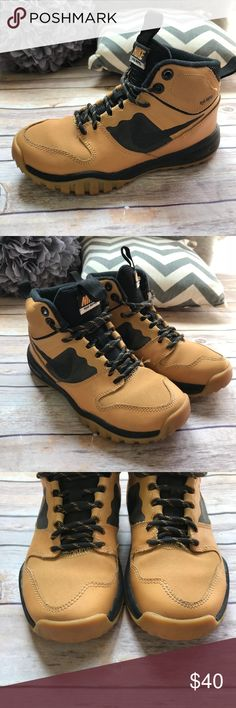 Nike Dual Fusion Hills Haystack Wheat Black Boots Nike Dual Fusion Hills Haystack Wheat Black Boots 1  Big kid size 1 Overall very good to excellent condition with some discoloration in places but almost unnoticeable Some pilling inside. Soles look great. h2o repel technology Nike Shoes Boots